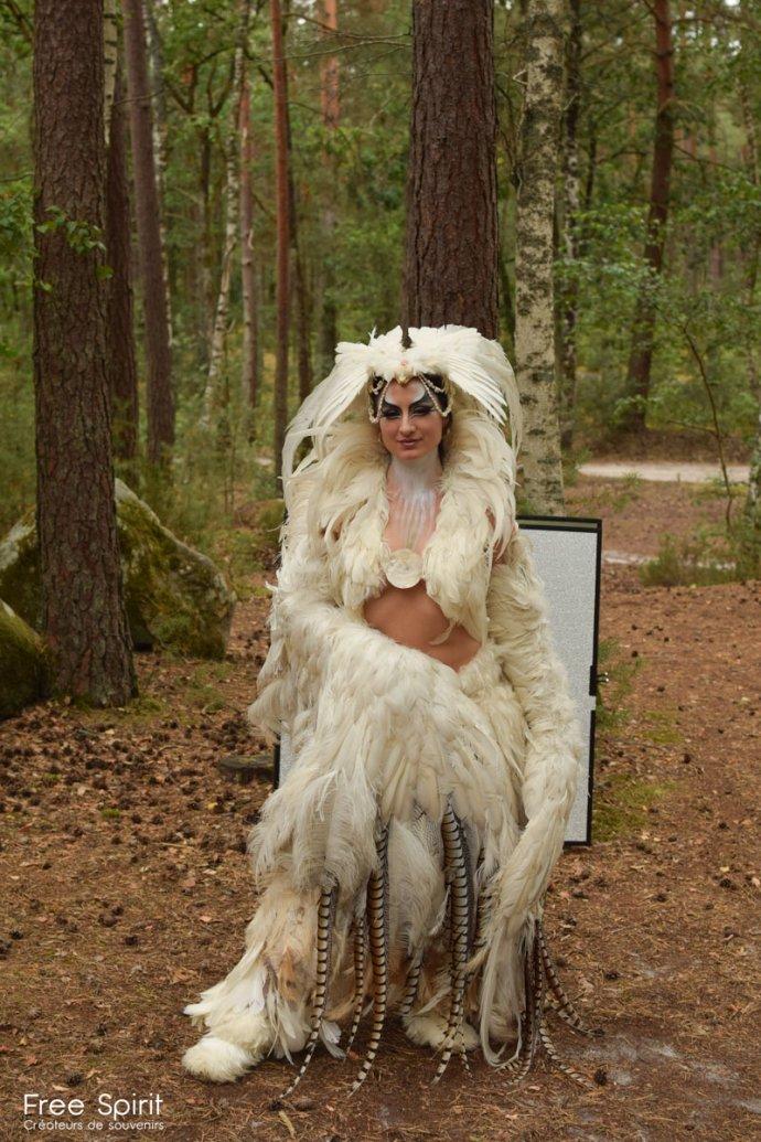 Free Spirit project - costume en plumes - tournage de clip pour la célébration de la foret et notre campagne de reforestation avec Ka Amorastreya Serpent Feathers