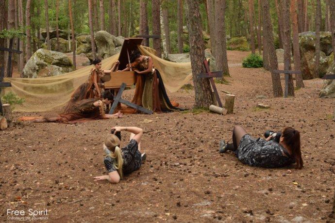 Free Spirit project tournage de clip pour la célébration de la foret et notre campagne de reforestation avec Bastien Sable - Myriam Bouskour - Clara De Meyer piano dans la foret