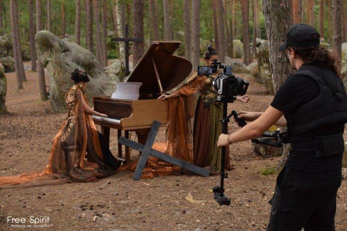 Free Spirit project tournage de clip pour la célébration de la foret et notre campagne de reforestation avec Bastien Sable - Myriam Bouskour - Clara De Meyer