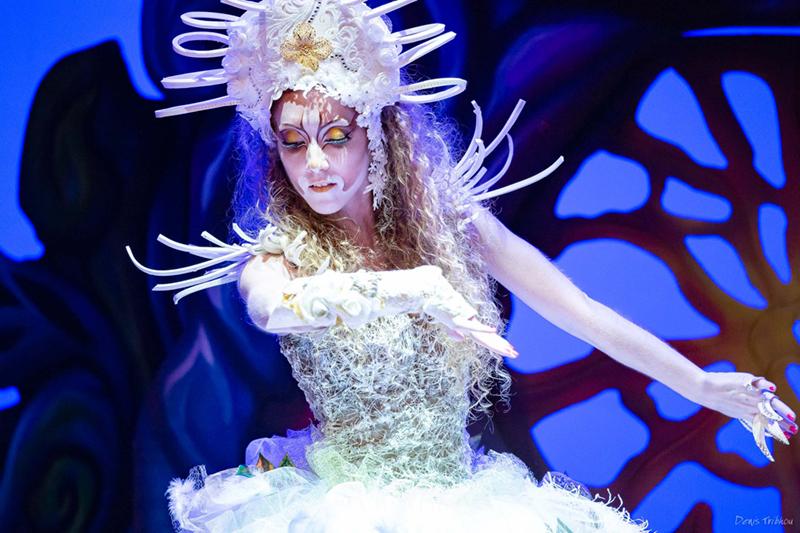 EMAJINARIUM Reine blanche coiffe costume unique fraise au Loup
