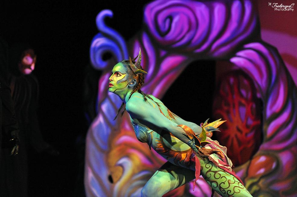 EMAJINARIUM spectacle vivant costumé et dansant créé par le Free Spirit au théâtre de la Madeleine à Paris