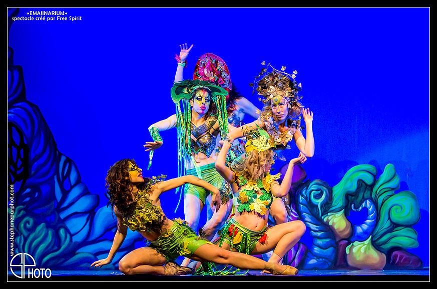 EMAJINARIUM danseuses spectacle paris coiffes headpiece