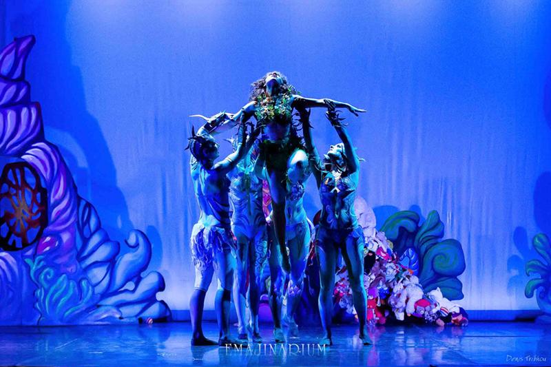 EMAJINARIUM aqua aquatique body painting lumière bleu
