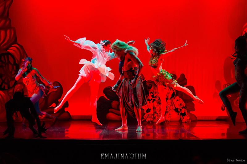 EMAJINARIUM spectacle lumière rouge danseuses paris